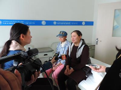 马燕母女接受媒体访问